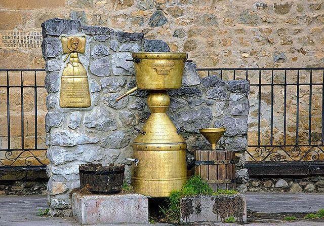 Monumento a la alquitara en potes