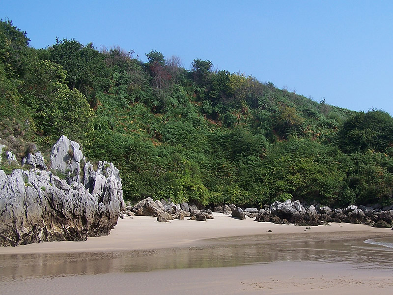Resultado de imagen para La playa de Berellín o Bermejo